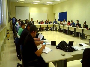 Trabalhadores exigem melhores condições de moradia e respostas aos demitidos da ECT