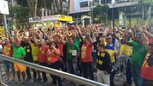 Categoria permanece na greve e não recua, mesmo sob ameaças da ECT