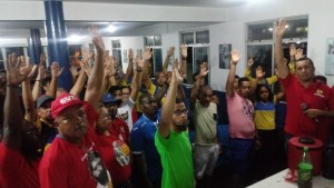 Trabalhadores aceitam proposta do TST mas continuam em estado de greve