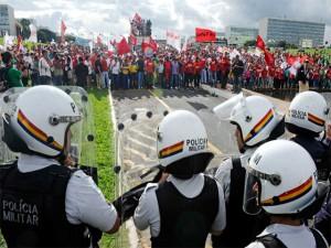 Centrais sindicais e movimentos sociais organizam protesto e paralisação contra PL 4330/04 para o 15 de abril - Sincotelba vai pra luta